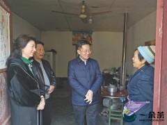 """带领群众致富的""""茶叶书记""""——访西乡县委书记演晓刚"""