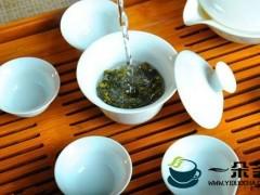 你知道泡红茶和绿茶的最佳温度是多少吗?