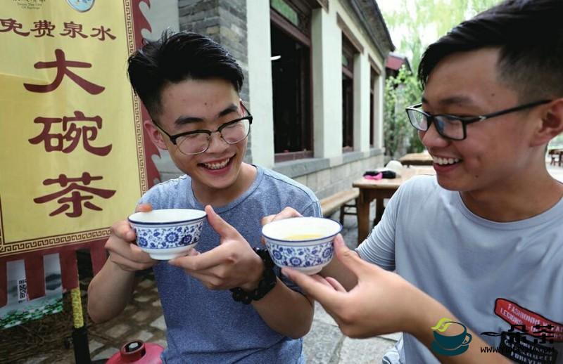 喝日本大碗茶要两人帮忙