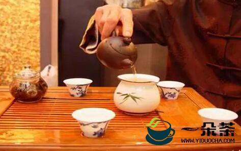 茶礼须知,别人给你倒茶时,手指要敲桌面三下